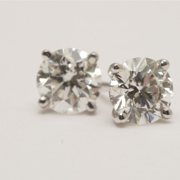 18k-White-Gold-Brilliant-Cut-Diamond-4-Claw-Stud-Earrings.jpg