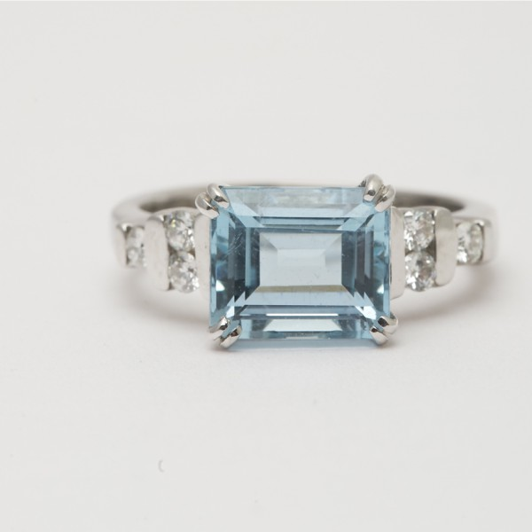 18k-White-Gold-Emerald-Cut-Aquamarine-Brilliant-Cut-Diamond-Ring.jpg