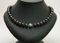 9-10mm-Black-Freshwater-Pearl-Necklace-with-Brushed-9k-White-Gold-Clasp.jpg