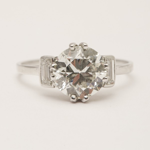 Antique-Platinum-Old-Cut-Diamond-Solitaire-with-Baguette-Cut-Diamond-Shoulders.jpg