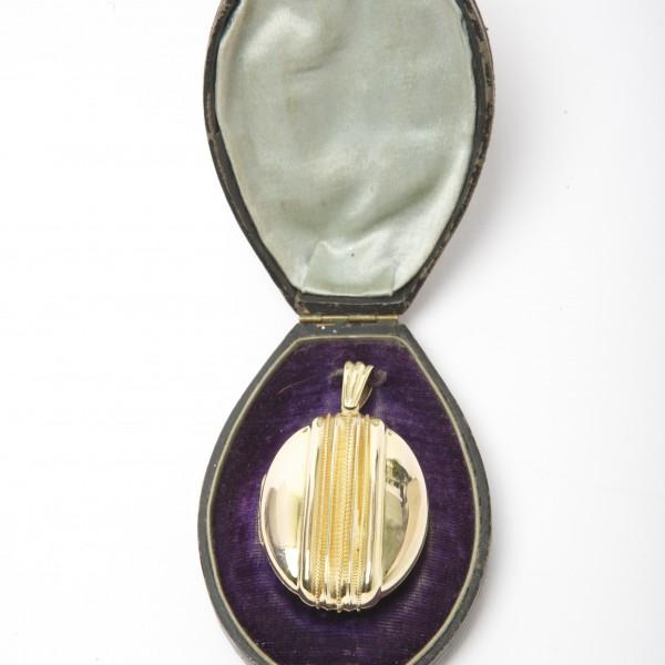 Victorian-15k-Yellow-Gold-Locket-in-Original-Case.jpg